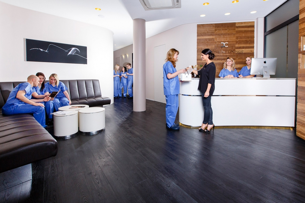 OUTIN | Guelie & Riehl | Innenarchitekt, Referenz Bilder: Dr. Dr.med.dent. Andreas Dorow, Schönheitschirurg, Mund-Kiefer-Gesichtschirurg, Dorow Lounge, Waldhut